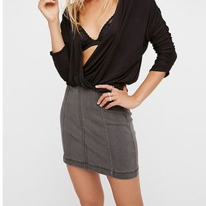 🎉2XHP🎉NWT FREE PEOPLE DENIM MINI SKIRT